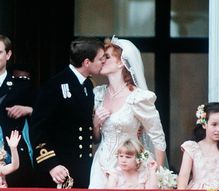 Prince Andrew kissing Sarah Ferguson on balcony