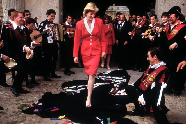 Princess Diana meets with students in Spain