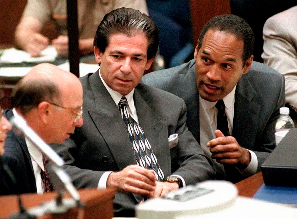 O.J. Simpson (R) consulting with friend Robert Kardashian (C) and Alvin Michelson (L), the attorney representing Kardashian