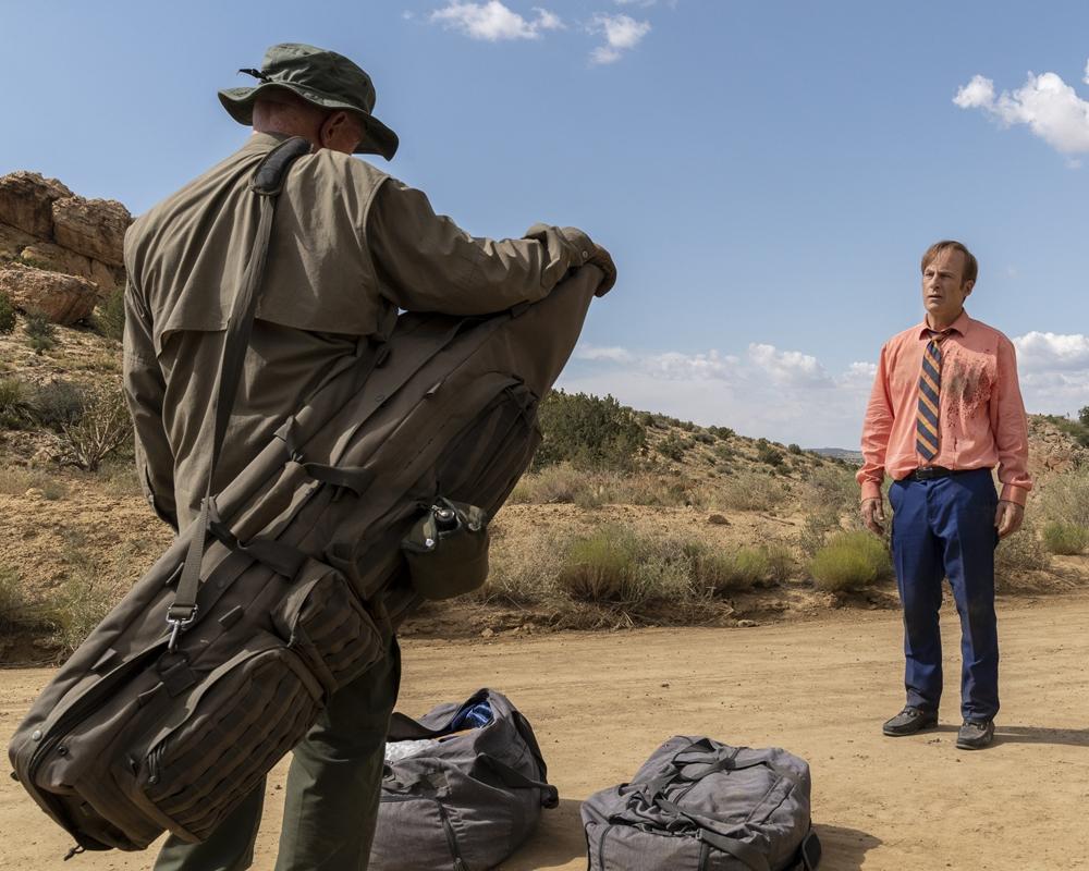 Jonathan Banks as Mike Ehrmantraut an Bob Odenkirk as Jimmy McGill/Saul Goodman