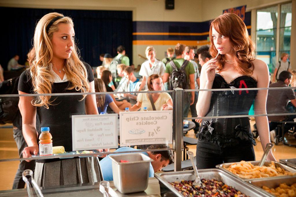 Amanda Bynes and Emma Stone in 'Easy A' (2010).