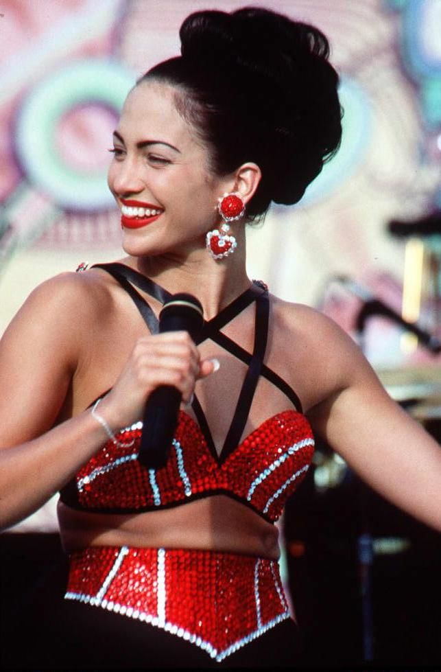Jennifer Lopez, who plays Selena in the movie 'Selena,' performs in one of the scenes from the movie.