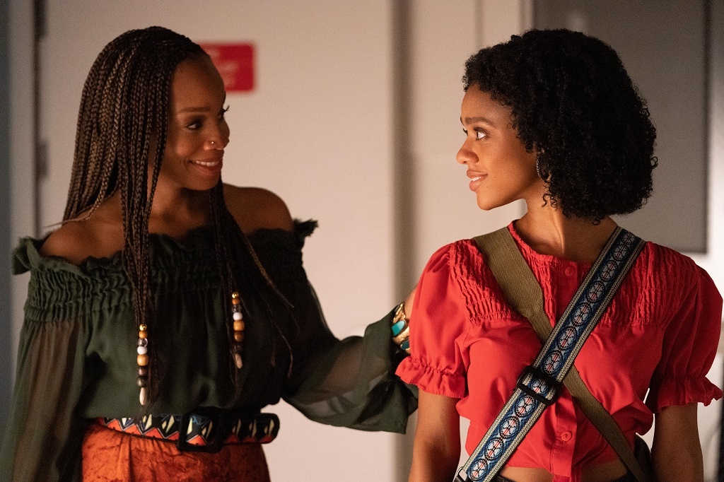 Anika Noni Rose as Pauline Hawthorne and Tiffany Boone as young Mia in 'Little Fires Everywhere'