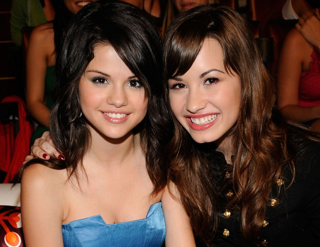 Selena Gomez and Demi Lovato during the 2008 Teen Choice Awards