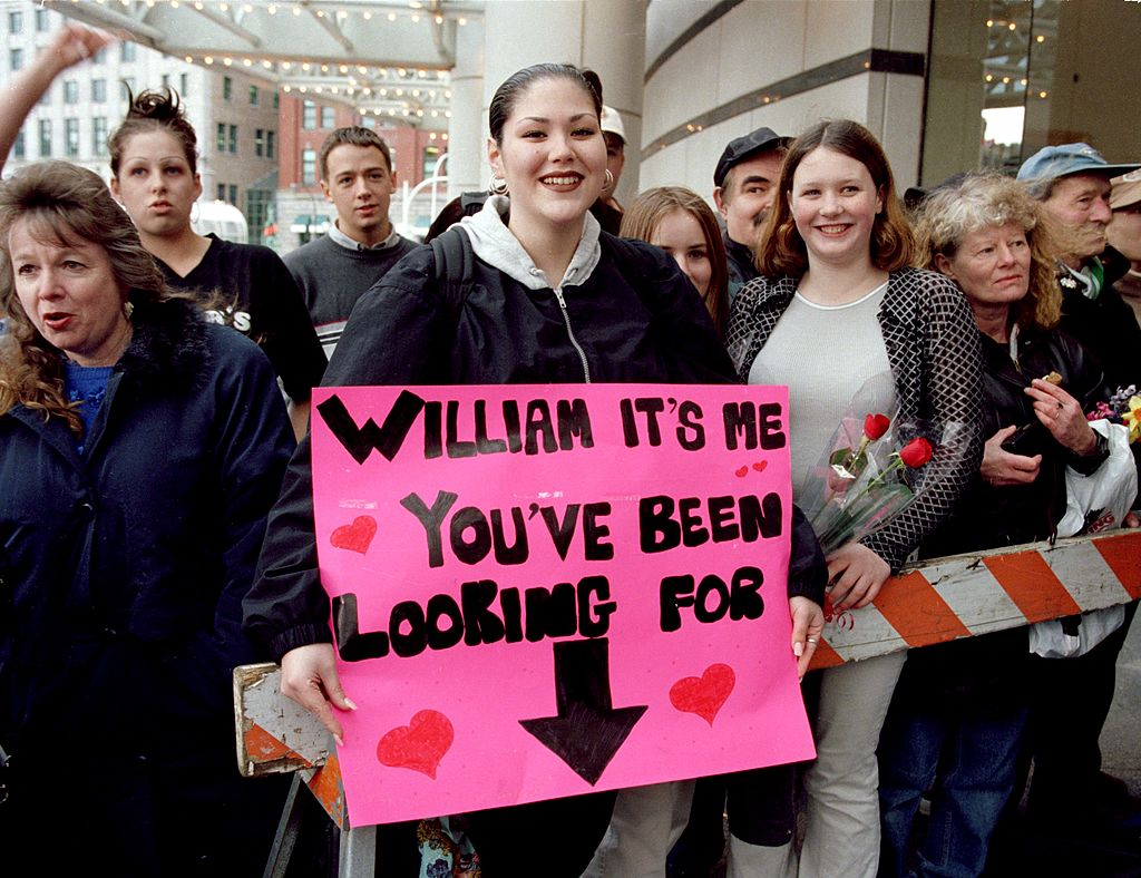 Adoring crowds gather for Prince William in Vancouver, Canada