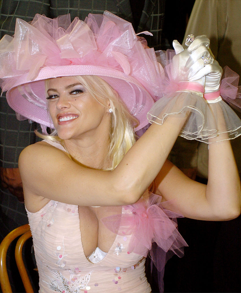 Anna Nicole Smith attends the 130th Running of the Kentucky Derby May 1, 2004