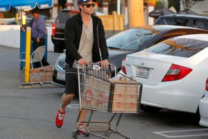 Chris Hemsworth, Chrissy Teigen, and Other Celebrities Who Do Their Own Grocery Shopping