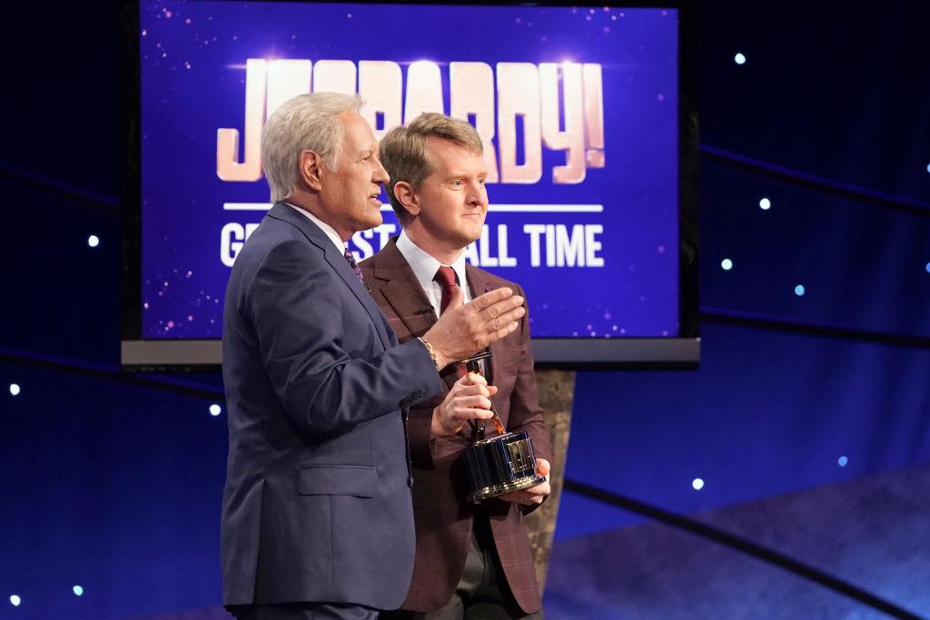 Alex Trebek (left) and Ken Jennings on 'Jeopardy!'