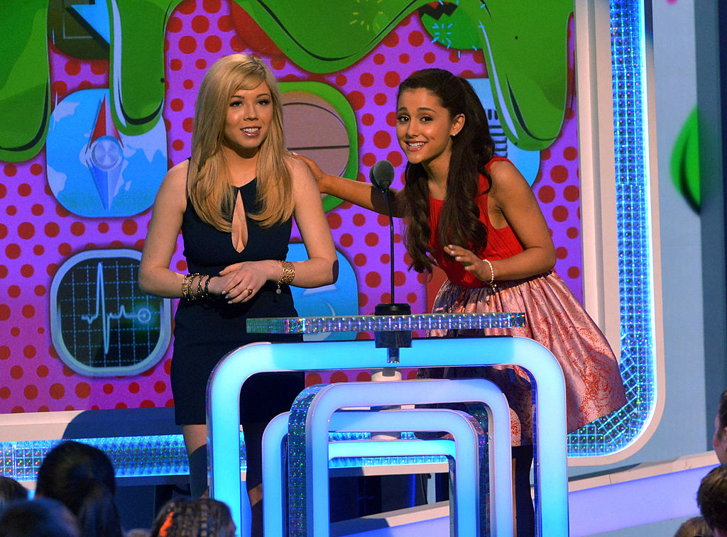Jennette McCurdy and Ariana Grande of 'Sam & Cat' at the 2013 Nickelodeon Kids' Choice Awards