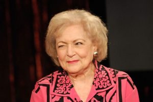 Start Dreaming of a White Christmas – Betty White to Star in a Lifetime Christmas Movie