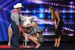 Heidi Klum Kisses a Pig 'For Luck' During 'America's Got Talent' Season 15 Auditions