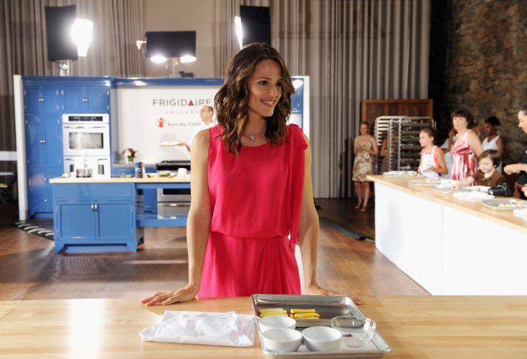Jennifer Garner cooking