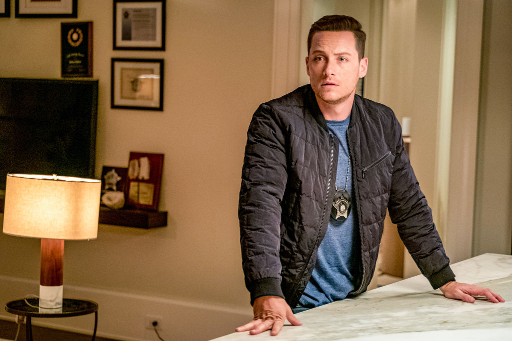 Jesse Lee Soffer as Det. Jay Halstead on 'Chicago P.D' standing at a counter, wearing a badge