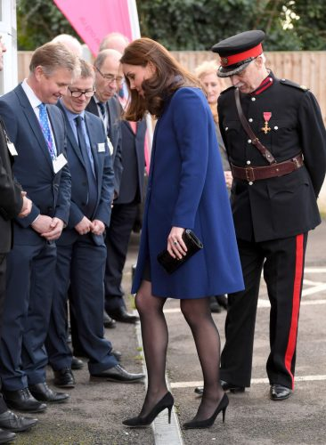 Kate Middleton's heel gets stuck in a grate