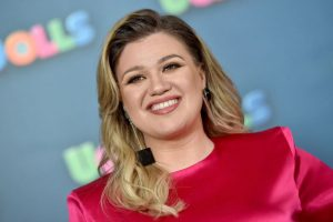 Kelly Clarkson Once Compared Being Famous to Growing up in a Small Town