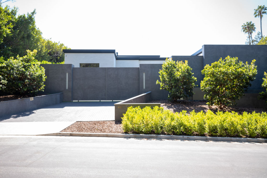 An outside view of the $36.5 million dollar home Kylie Jenner reportedly purchased in April.| RBL/Bauer-Griffin/GC Images