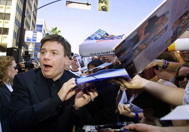 Mike Myers signs autographs