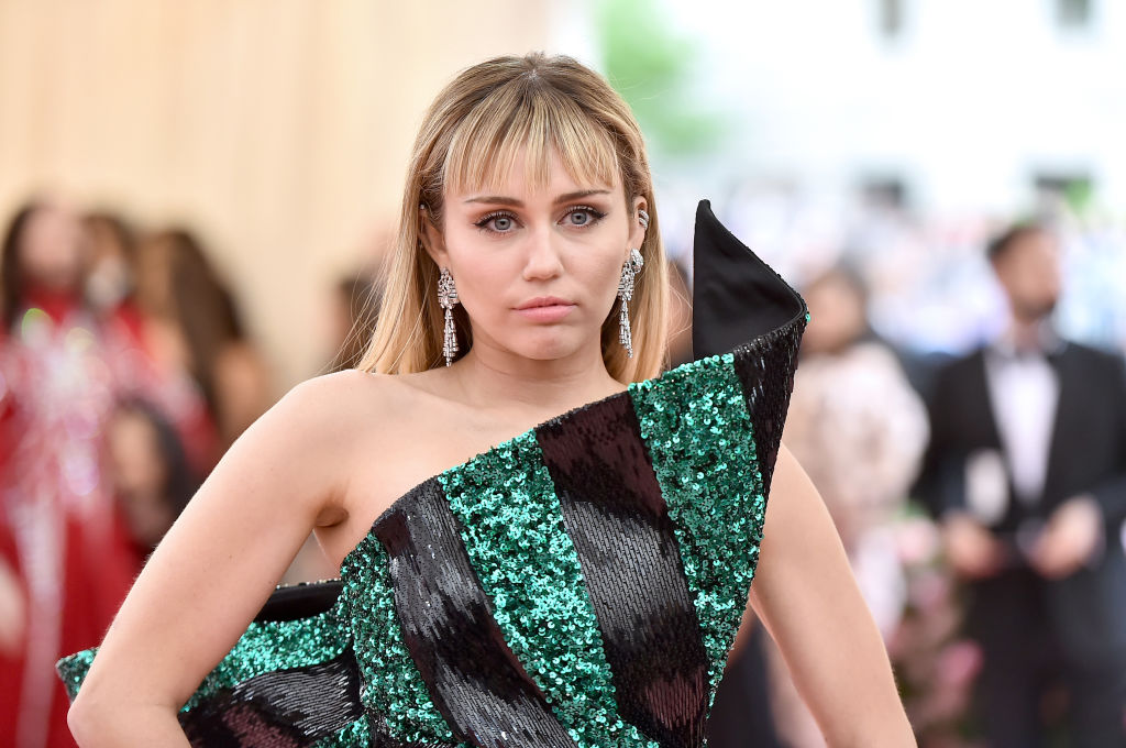 Miley Cyrus Has A Hilarious Response To People Who Ignore Invitations To Be On Her Instagram Show I Ll Send A Smiley Face Emoji For Like 10 Days In A Row