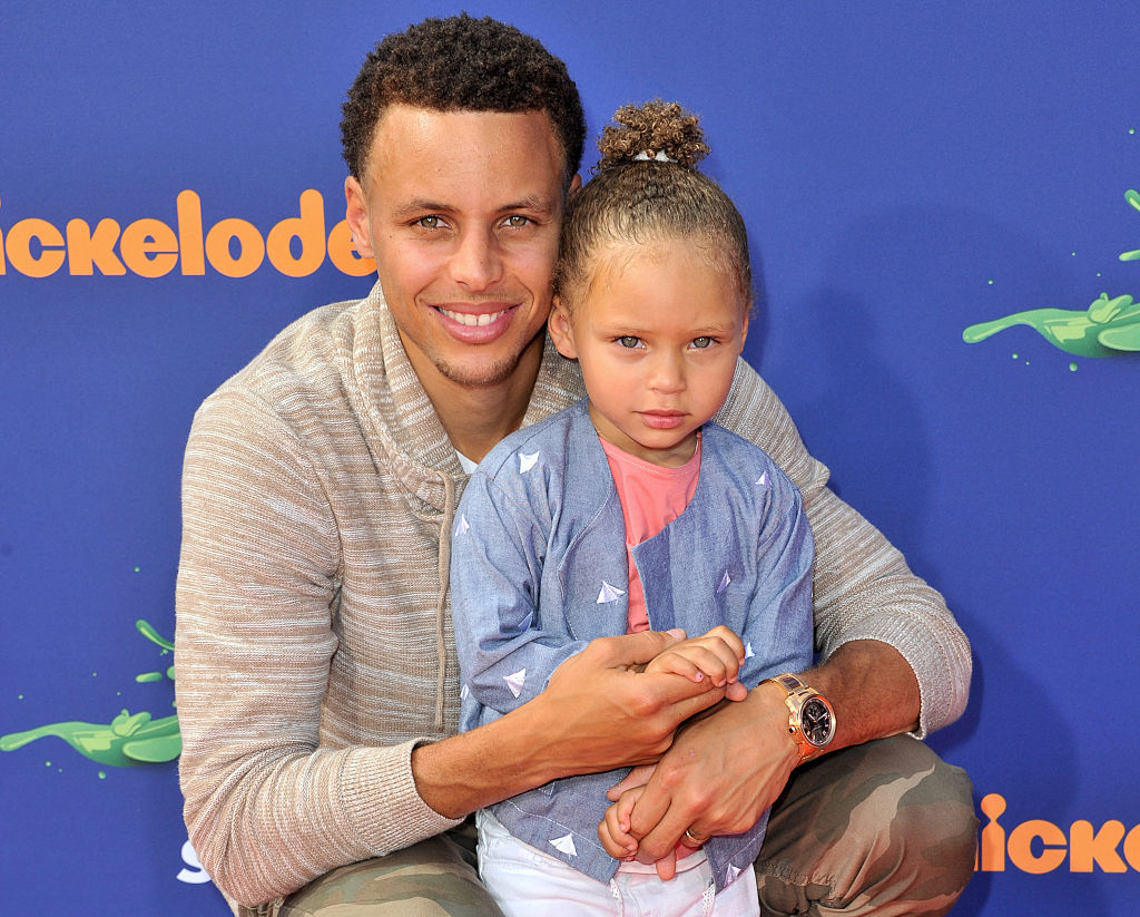Steph Curry with his daughter Riley