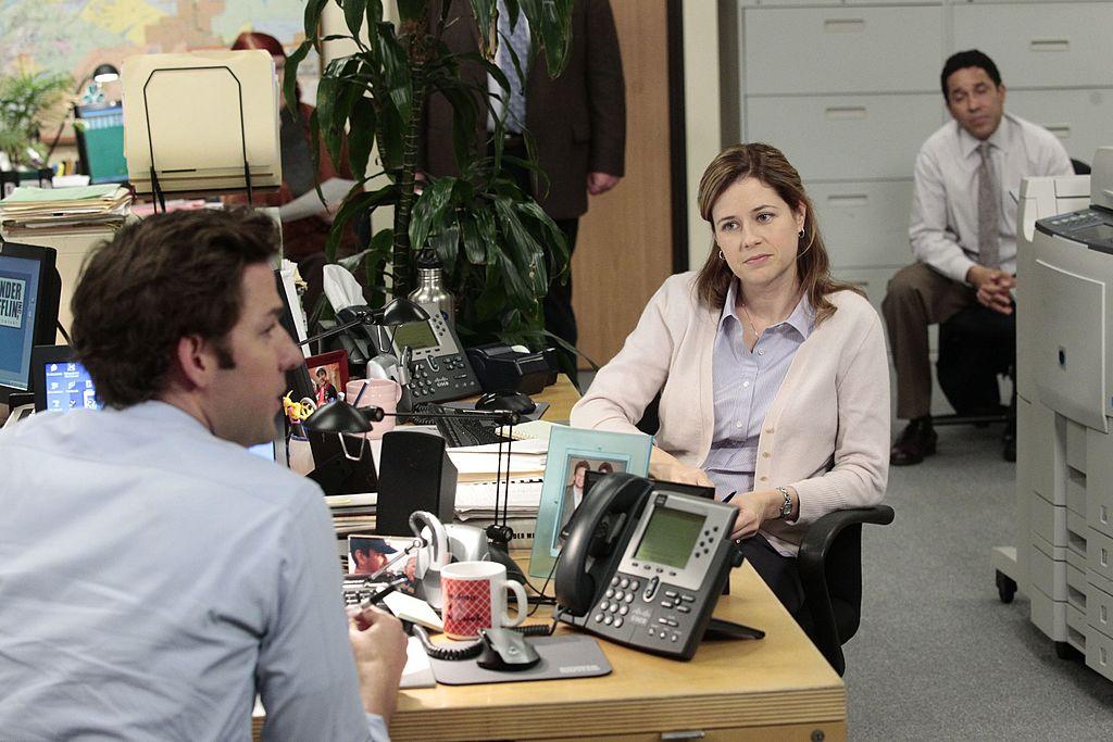 John Krasinski as Jim Halpert, Jenna Fischer as Pam Beesly, Oscar Nunez as Oscar Martinez on 'The Office'
