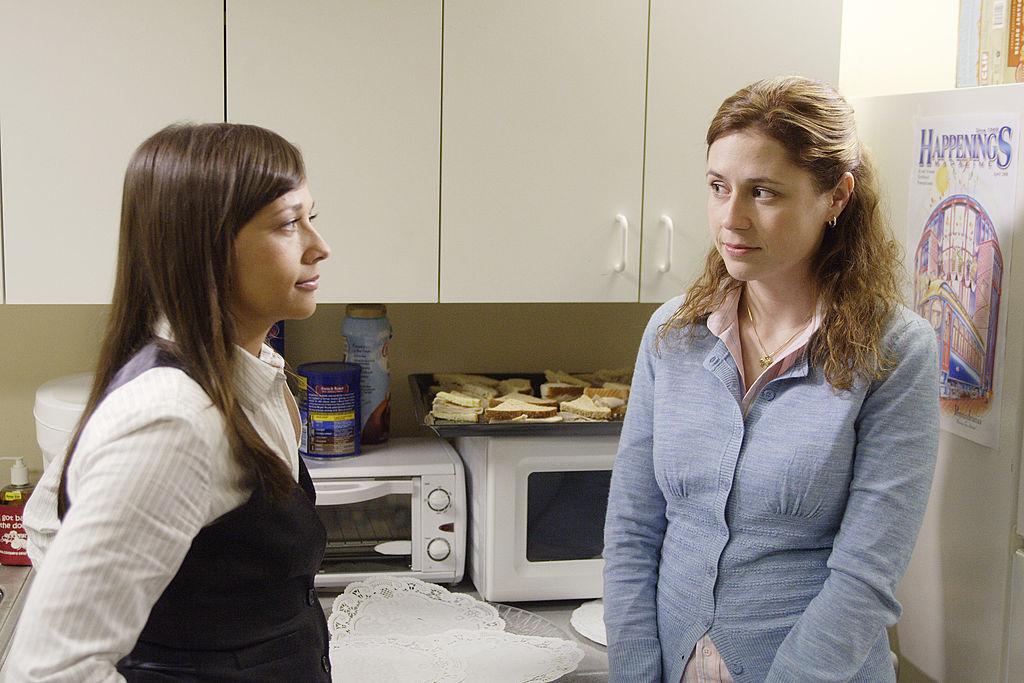 Rashida Jones as Karen Filippelli and Jenna Fischer as Pam Beesly on 'The Office'