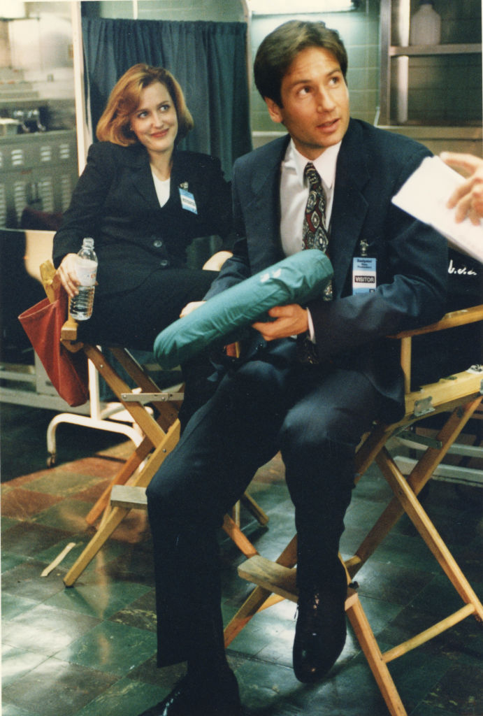 David Duchovny and Gilian Anderson on the set of The X-Files