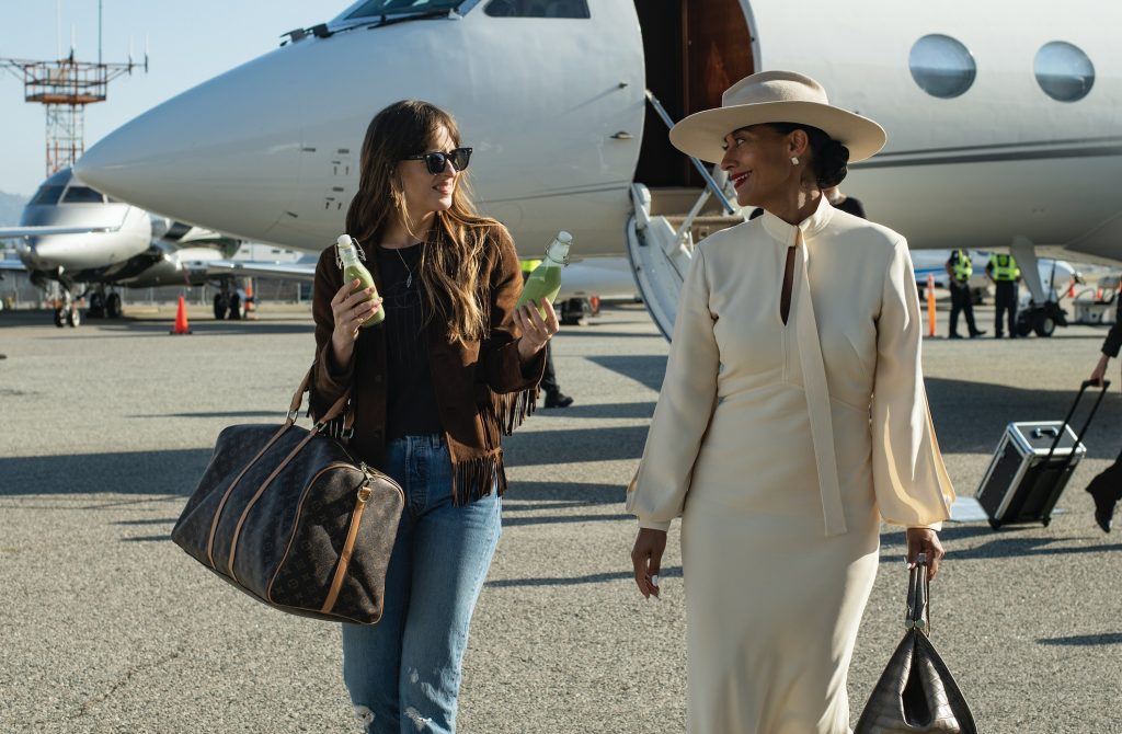 Tracee Ellis-Ross and Dakota Johnson in 'The High Note'
