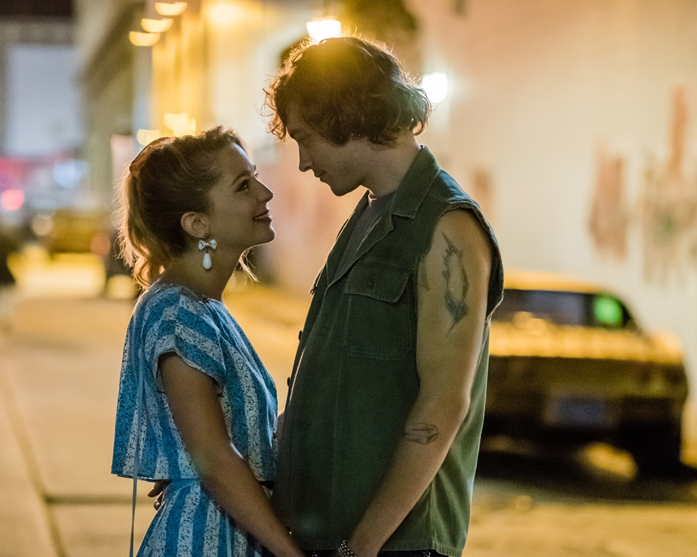 Valley Girl: Josh Whitehouse and Jessica Rothe