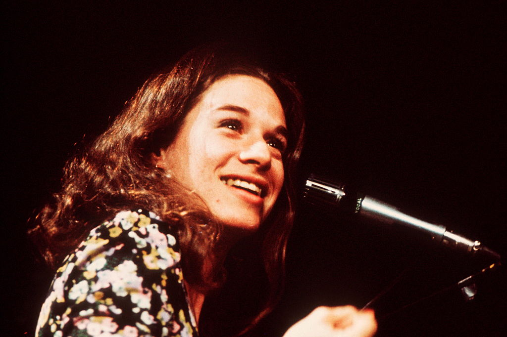 Carole King performs on stage, London, 1972.