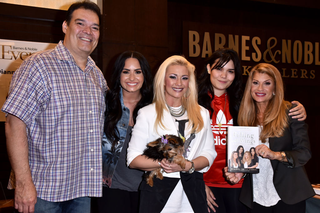 (L-R) Eddie De La Garza, Demi Lovato, Dallas Lovato, Madison De La Garza, and author Dianna De La Garza on March 8, 2018