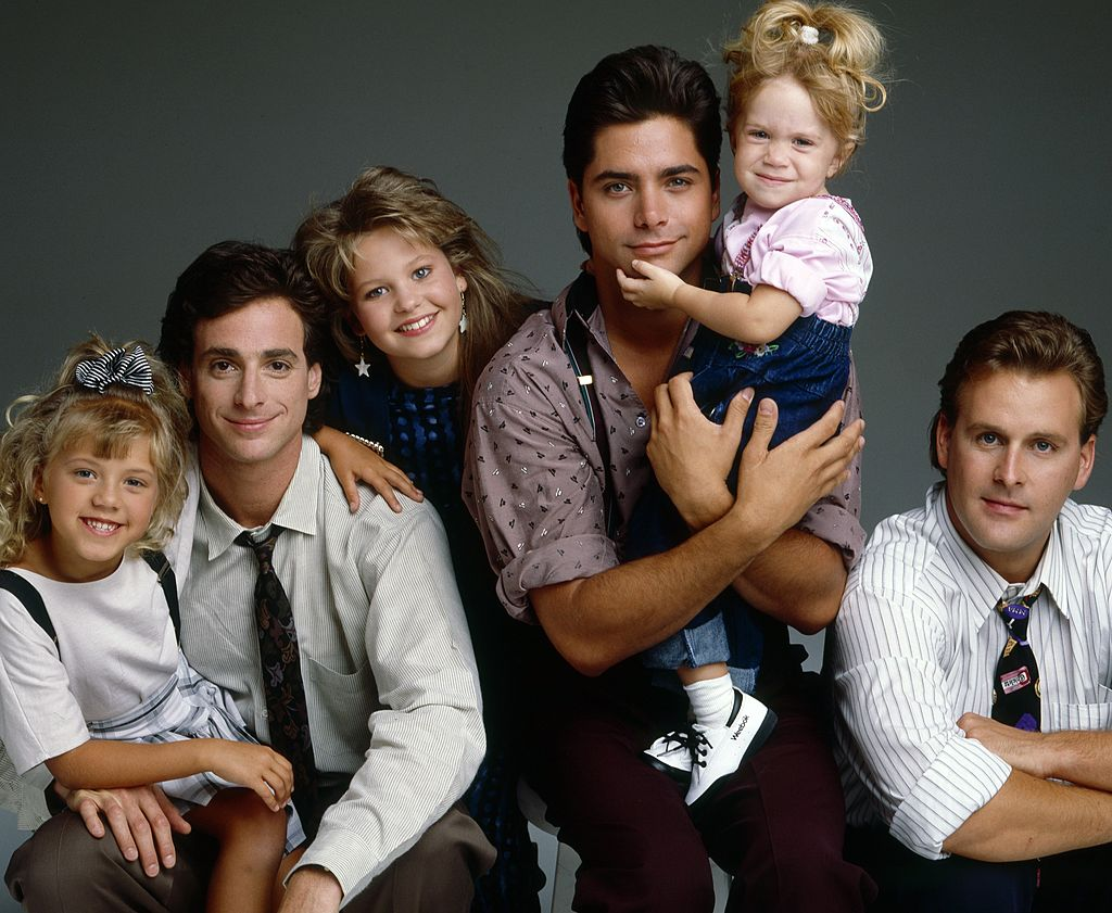 Full House cast L-R: Jodie Sweetin, Bob Saget, Candace Cameron, John Stamos, Mary-Kate/Ashley Olsen, Dave Coulier