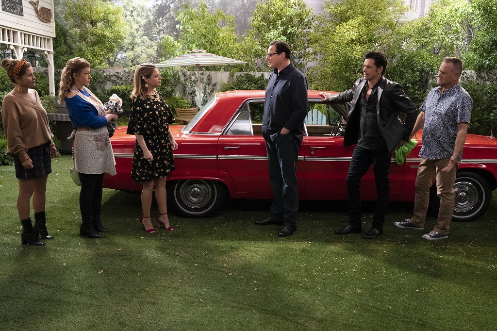 Candace Cameron Bure, Jodie Sweetin, Andrea Barber, Bob Saget, John Stamos, and Dave Coulier in episode 512 of 'Fuller House'