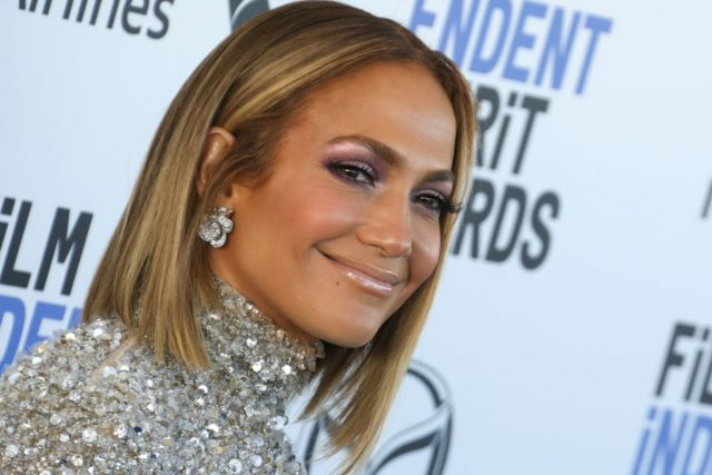 Jennifer Lopez's Selfie Creeps Fans Out Over Strange Face in Background; Here's What Happened