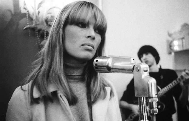 Nico at the microphone in 1966
