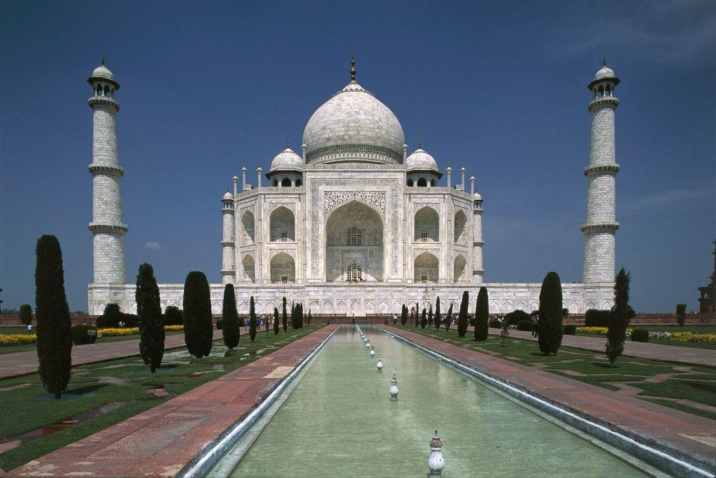 Taj Mahal mausoleum, Agra, Uttar Pradesh. India, 17th century.
