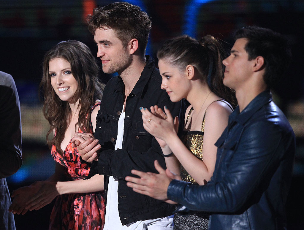 Anna Kendrick with the Twilight cast | Christopher Polk/Getty Images