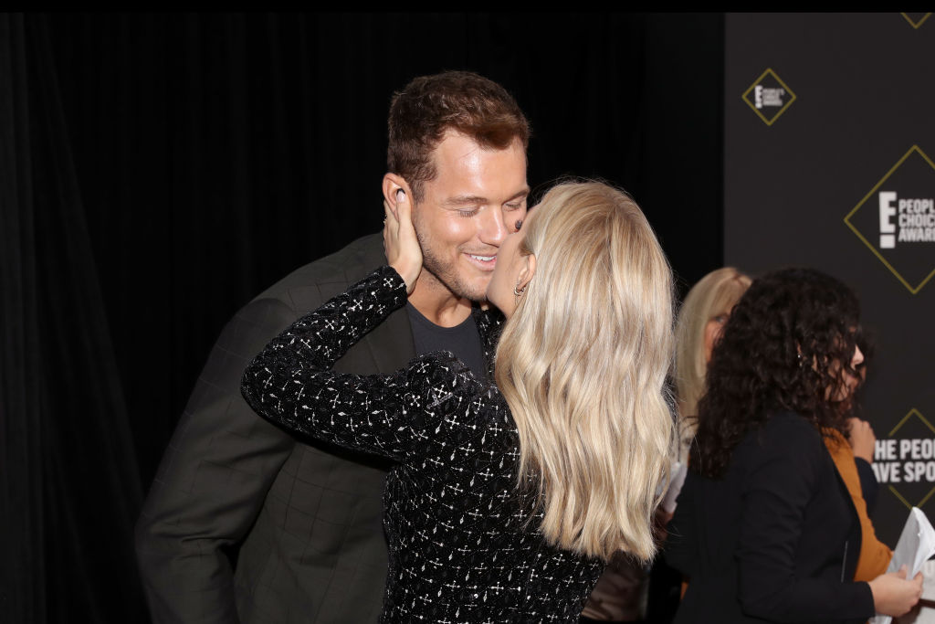 Colton Underwood and Cassie Randolph kissing on the red carpet.