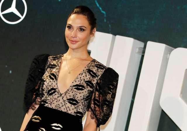 Gal Gadot at the 'Justice League' photocall