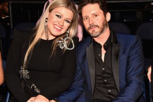 Kelly Clarkson's Advice to Her Younger Self Is Startling in Light of Her Divorce Filing
