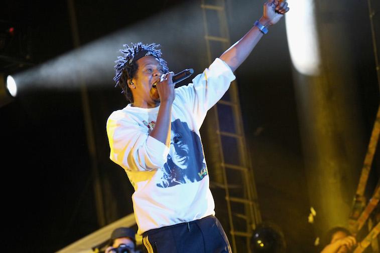 Jay-Z realiza en el escenario