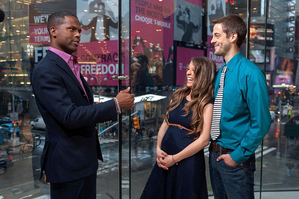 AJ Calloway interviews Jill Duggar and Derick Dillard during their visit to 'Extra'