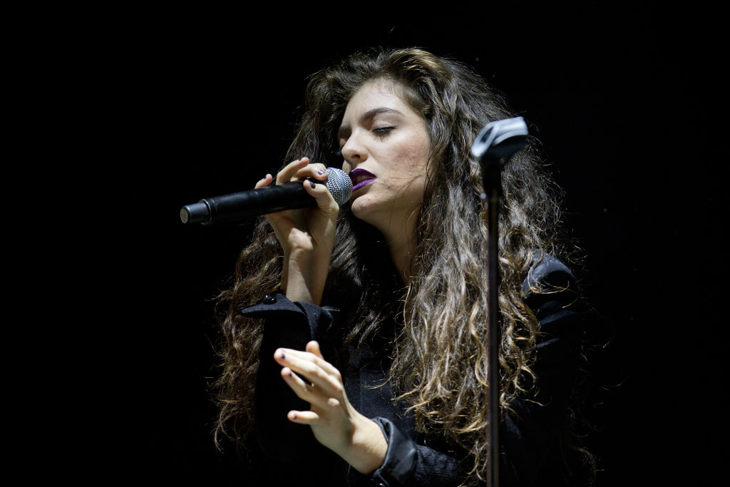 Lorde show support of teh Black Lives Matter Movement