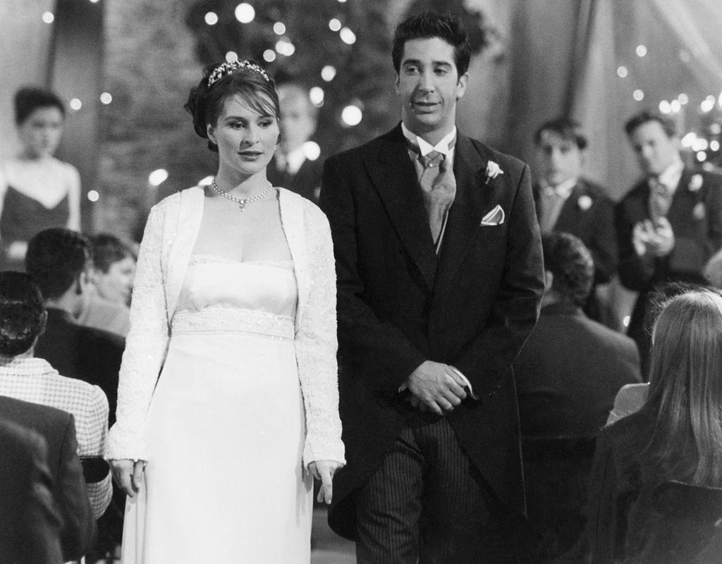 Helen Baxendale as Emily Waltha, amd David Schwimmer as Ross Geller get married