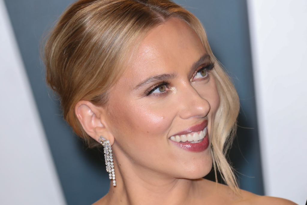 'Avengers' star Scarlett Johansson attends the 2020 Vanity Fair Oscar Party at Wallis Annenberg Center for the Performing Arts