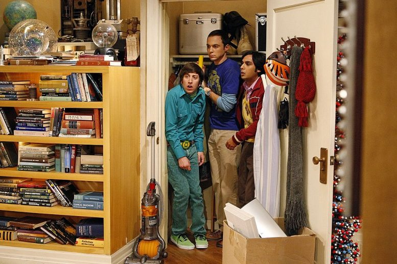 Raj (Kunal Nayyar, right) helps Sheldon (Jim Parsons, center) and Howard (Simon Helberg, left) attempt to resolve a wager over the species of a cricket