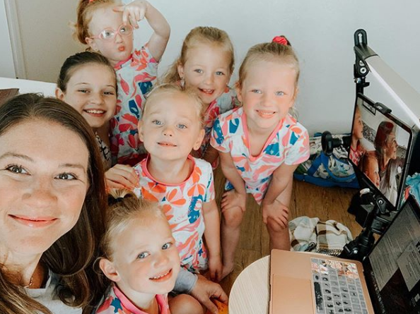 danielle busby with her six daughters