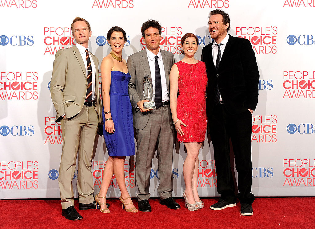 (L-R) Neil Patrick Harris, Cobie Smulders, Josh Radnor, Alyson Hannigan and Jason Segel at the 2012 People's Choice Awards