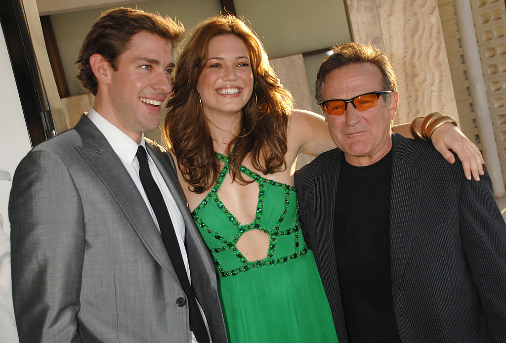 "John Krasinski, Mandy Moore and Robin Williams during ""License To Wed"" Los Angeles Premiere"