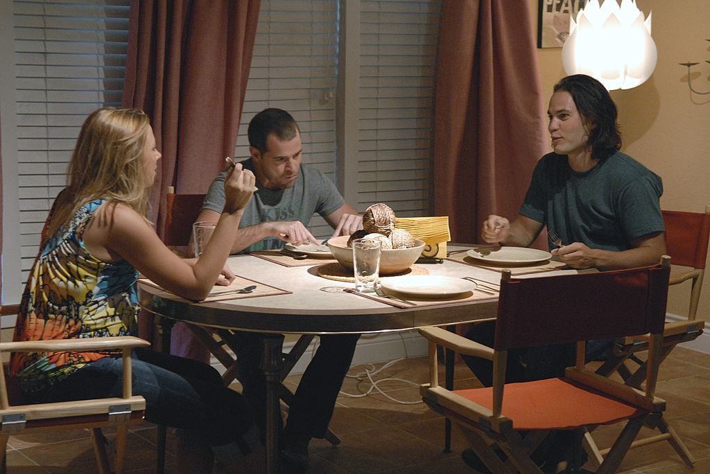 Mindy, Billy and Tim Riggins at dinner table