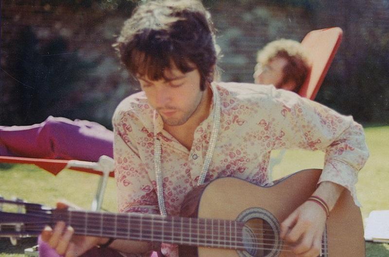 Paul McCartney with a guitar, 1967